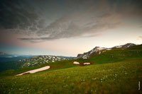 Фото гор Гузерипль и Оштен вечером на закате