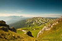 Вид со скалистого обрыва на гору Гузерипль