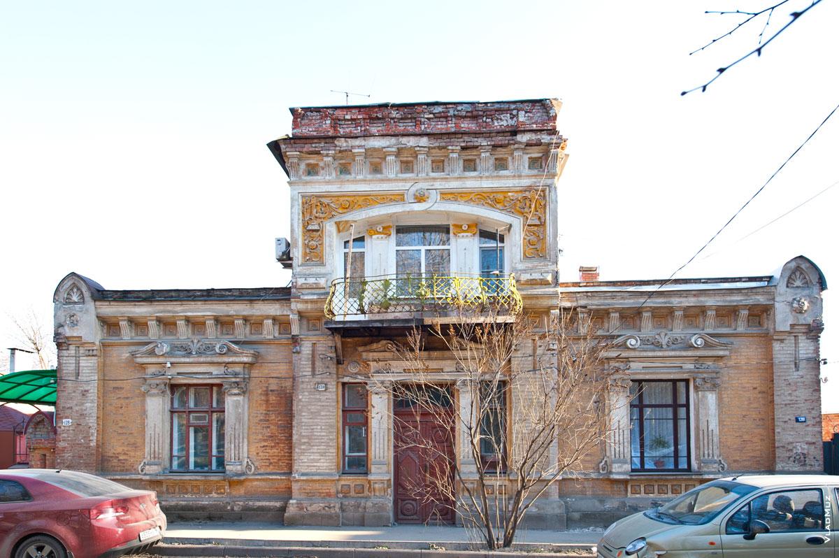 Фото красивого дома с балконом